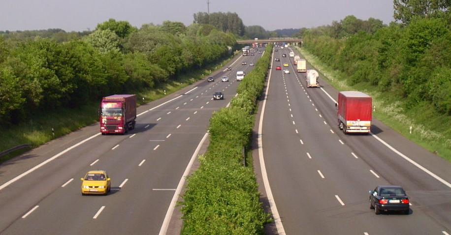 Vierspurige Autobahn