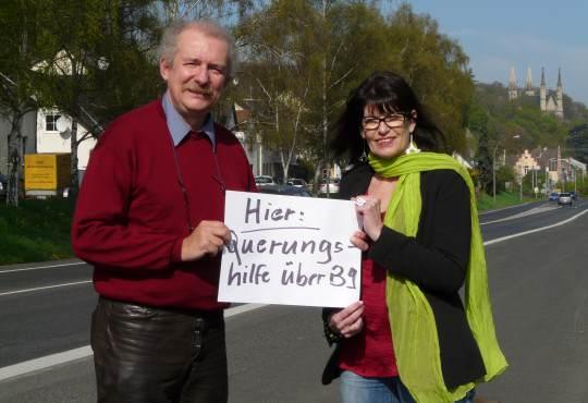 Die stellvertretende Fraktionsvorsitzende der Grünen im Landtag Jutta Blatzheim-Roeger und der Remagener Fraktionssprecher im Stadtrat Frank Bliss setzen sich für eine Querungshilfe auf der B 9 in Remagen ein.