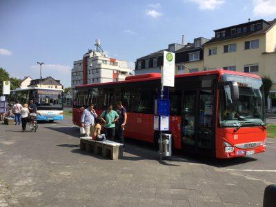 Neue Busse vor dem Bahnhof Bad Neuenahr