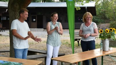 Daniel Köbler, MdL, und Tabea Rößner, MdB, (rechts), stellten sich den Fragen aus dem Publikum. Die Moderation übernahm Stefani Jürries, Direktkandidatin der GRÜNEN für die Landtagswahl 2021 im Wahlkreis 13.