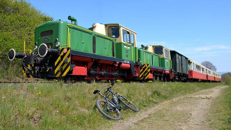 Der dieselbetriebene Vulkan-Express klettert mit 20km/h Richtung Engeln (Foto: A.Dietz)