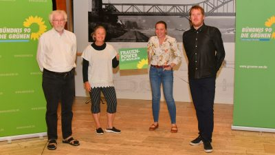 v.l.n.r: Manfred Brinkhoff, Birgit Stupp, Stefani Jürries, Harm Sönksen, hinter der Kamera: Jutta Dietz