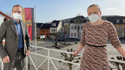 Andreas Geron, Bürgermeister Sinzig, und Stefani Jürries, GRÜNE