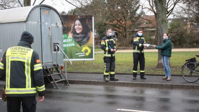 Stefani Jürries dankt Feuerwehr