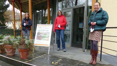 Walburga Greiner, Silke Olesen und Stefani Jürries am Weltladen Remagen-Sinzig