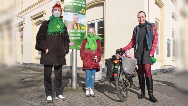 Dr. Natalie Wendisch und Stefani Jürries am Bahnhof Sinzig
