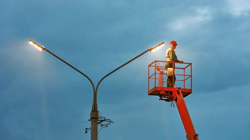 Straßenlaternen mit LED-Leuchtmitteln -Foto: Adobe Stock/Tricky Shark