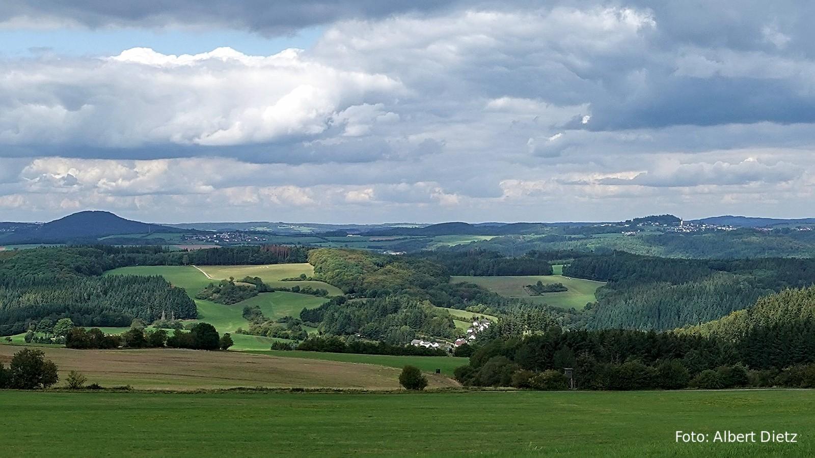 VG Adenau: Blick auf Aremberg und Reifferscheid